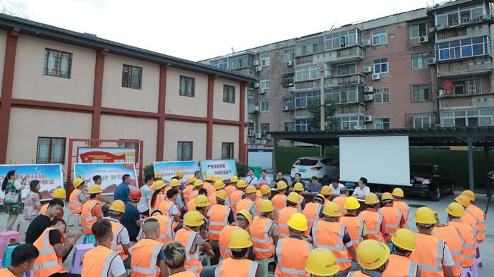 郑州市城乡建设局启动扫黑除恶专项斗争进工地宣传活动